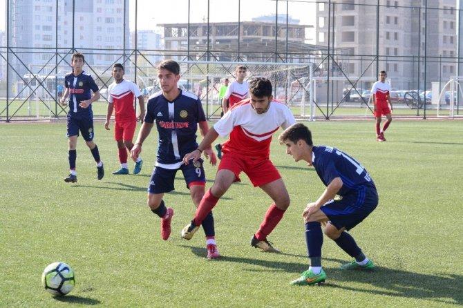 U19 Ligi Talasgücü Belediyespor  Anadolu Yıldızları'nı ikinci yarıda bulduğu gollerle 2-0 yen
