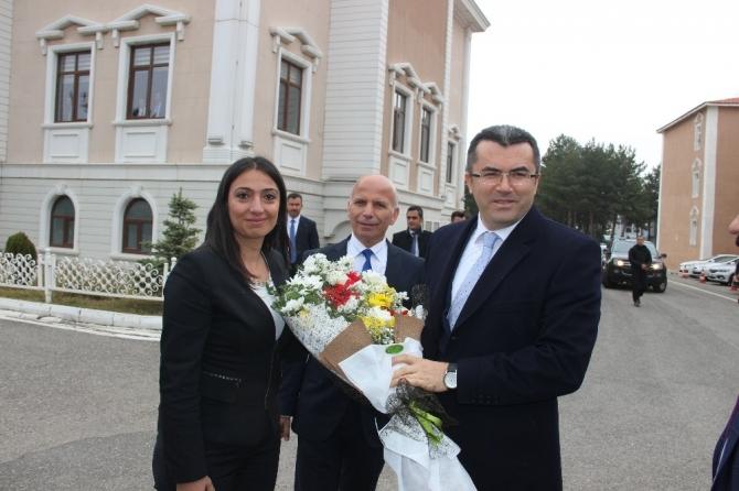 Erzurum Valisini karşılama kuyruğu