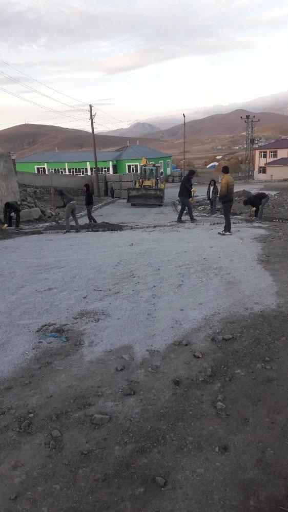 Van Çaldıran'da yol yapım çalışması