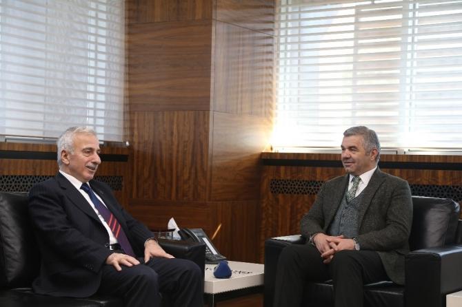 Vali Kamçı'dan Başkan Çelik'e veda ziyareti