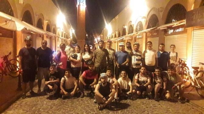 Her çarşamba akşamı Adana sokaklarında pedal çeviriyorlar