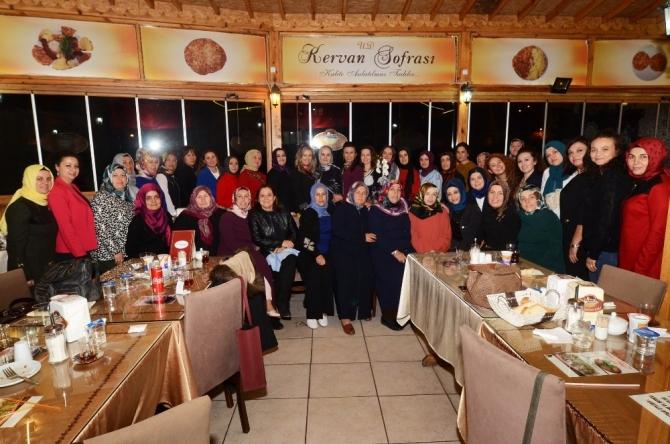 AK Parti Kadın Kollarında görev teslimi yapıldı