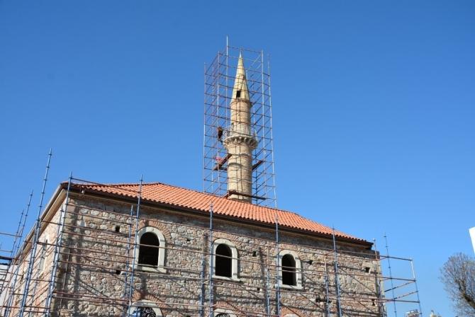 Polisten minareye çıkan şahsa hayati müdahale