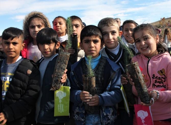 Elazığ'da,öğrenciler 2 bin 600 fidan dikti