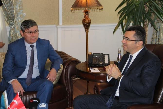 Kazakistan Büyükelçisi Saparbekuly, Vali Memiş'i ziyaret etti