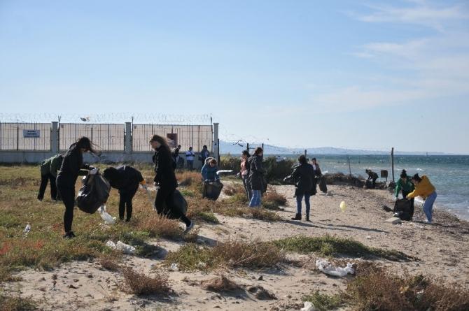 Çanakkale sahillerine Limak Enerji Çevre Timi'nin eli değdi