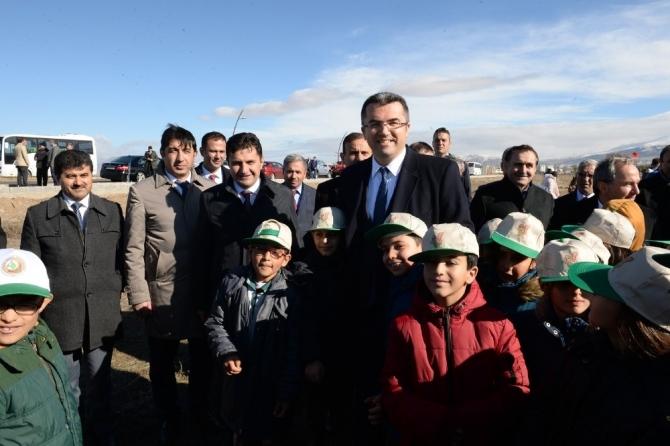 Erzurum'da 600 fidan toprakla buluştu