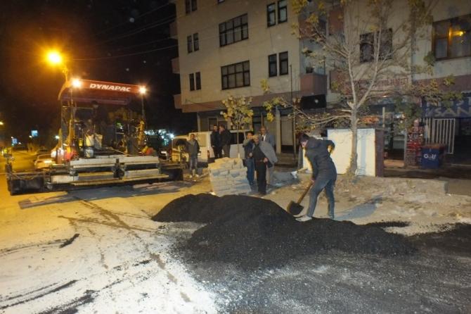 Malazgirt'te yol asfaltlama çalışması