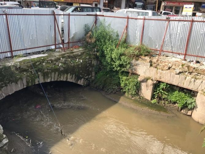 Bin 500 yıllık köprünün kaderi merak konusu