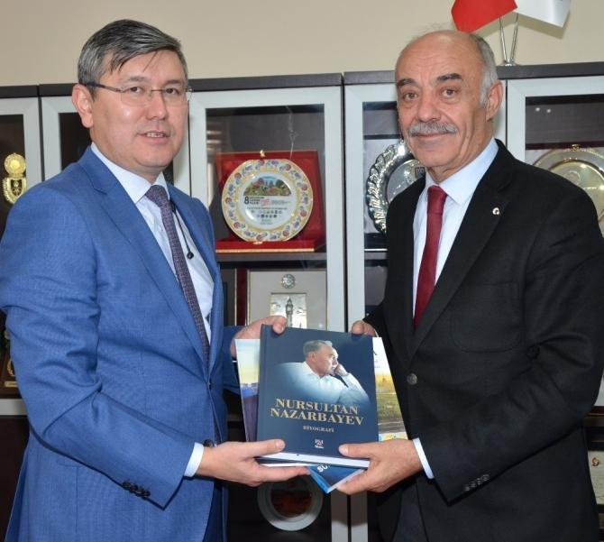 Kazakistan Büyükelçisi Saparbekuly'den ETSO'ya ziyaret