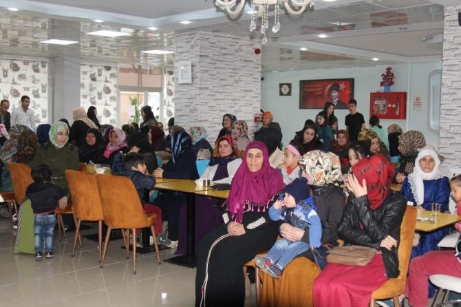 """Başkale'de """"Aile İçi İletişim ve Çocuk Eğitimi"""" semineri"""