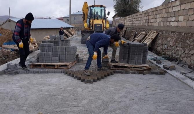 İran sınırında yol yapım çalışması