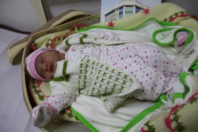 Çift dilli bebek ameliyatla normale döndürüldü