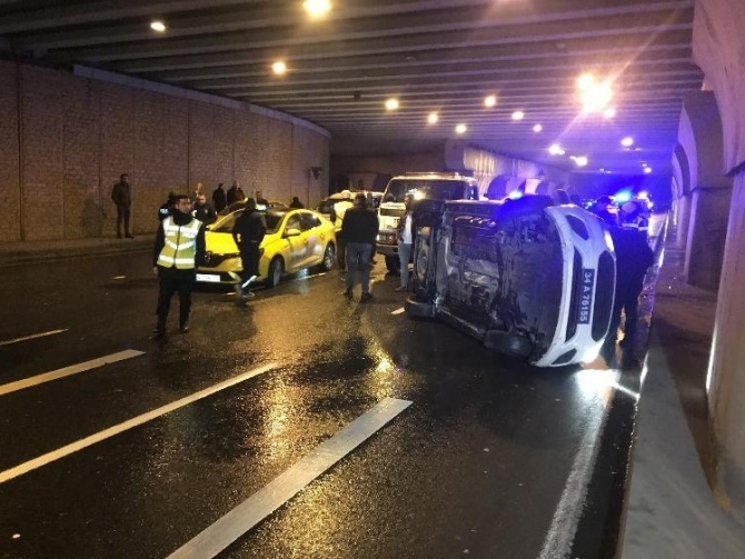 'Dur' ihtarına uymayan sürücüyü kovalayan polis aracı kaza yaptı