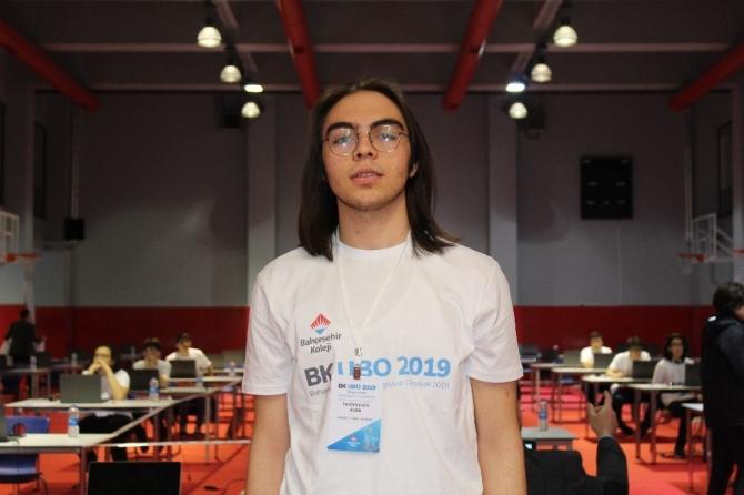"""Liseliler """"Ulusal Bilgisayar Olimpiyatı'nda kıyasıya mücadele etti"""