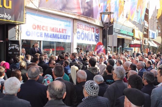 AK Parti seçim bürosu, MKYK üyesi Fatma Betül Sayan Kaya tarafından açıldı