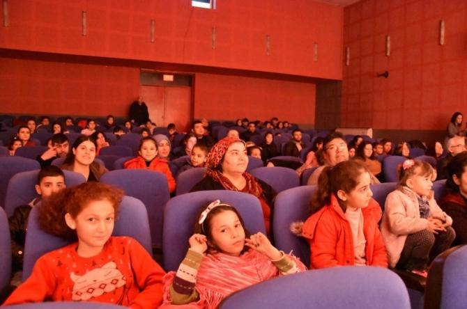 Alaşehir Haberleri: Alaşehirde Benim Güzel Pabuçlarım oyunu sahnelendi 91
