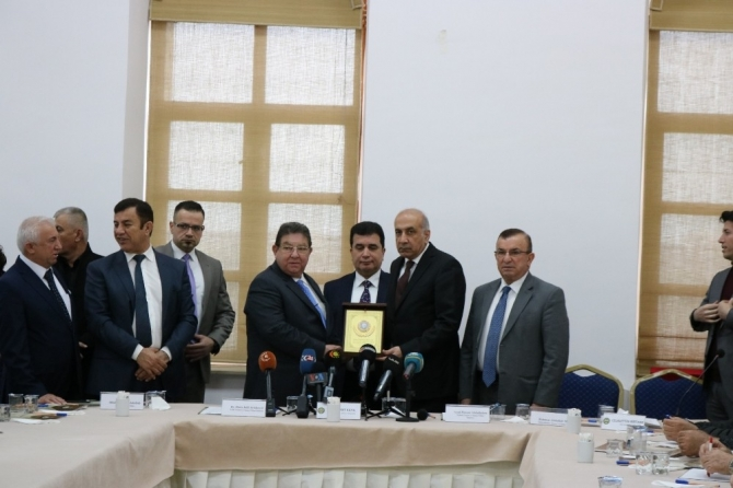 """DTSO Başkanı Kaya: """"Güç birlikleri kurarak ortak ticareti geliştirmeyi hedefliyoruz"""""""