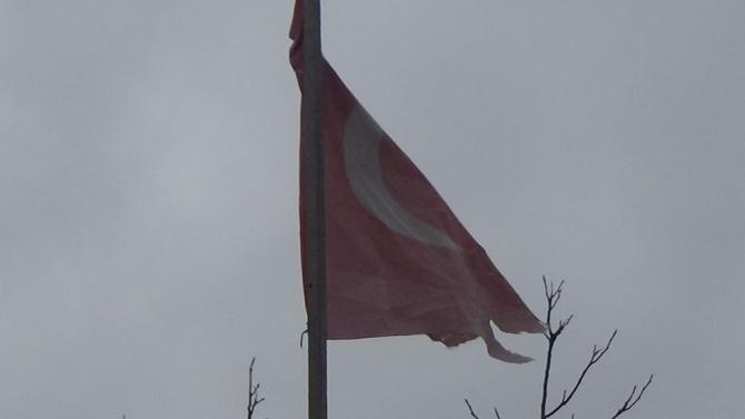 85 yaşındaki Azime Akbulut'un bayrak isteğine Belediye Başkanı duyarsız kalmadı