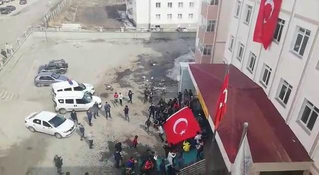 Liseli öğrencilerden polis haftasına özel gösteri
