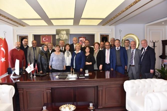Başkan Bakkalcıoğlu misafirlerini ağırlıyor