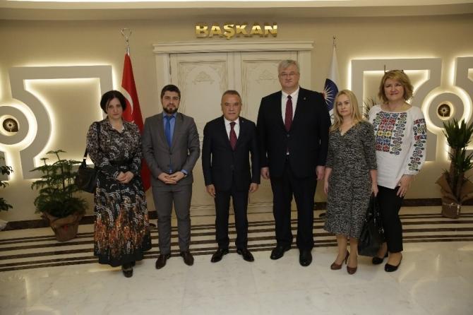 Başkan Böcek büyükelçileri ağırladı