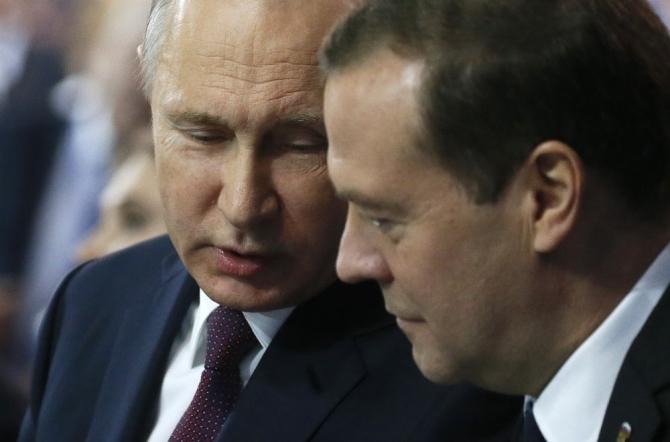 Medvedev ve Peskov'un yıllık maaşları Putin'den daha fazla
