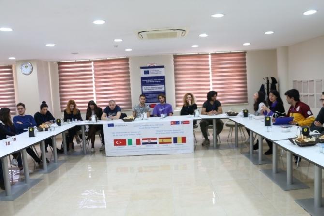Avrupa'dan gelen gençler yurt dışındaki ırkçılığı satrançla yenecek