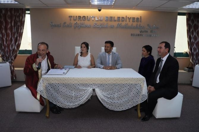 Turgutlu'nun yeni belediye başkanı ilk nikahını kıydı