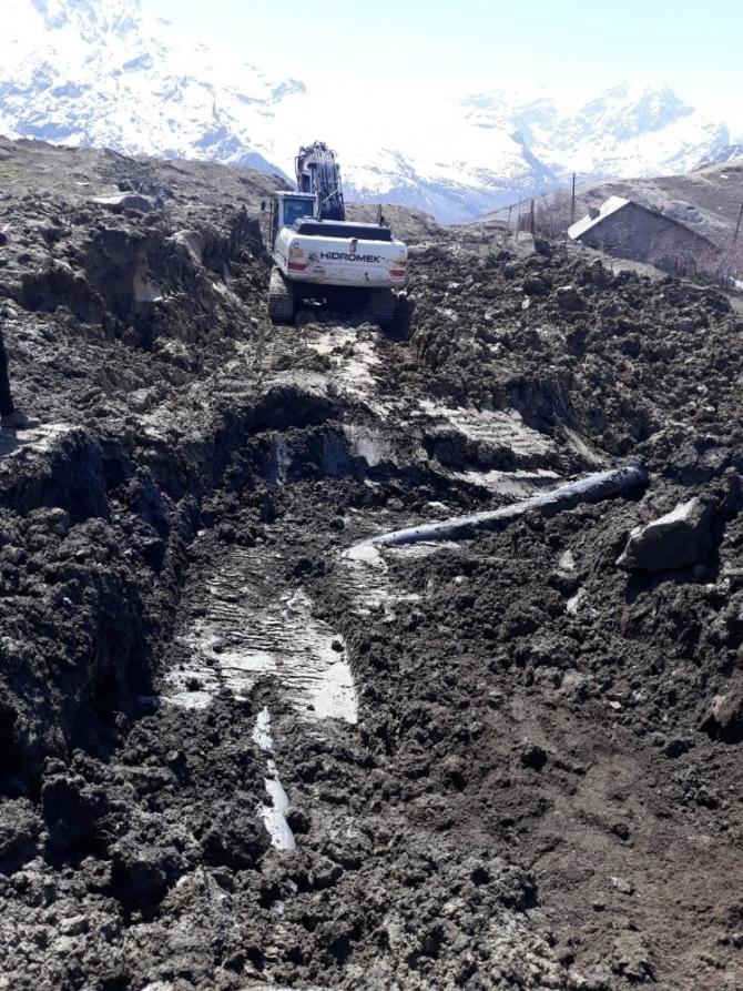 Kırın Mahallesinin ana su şebekesi kırıldı