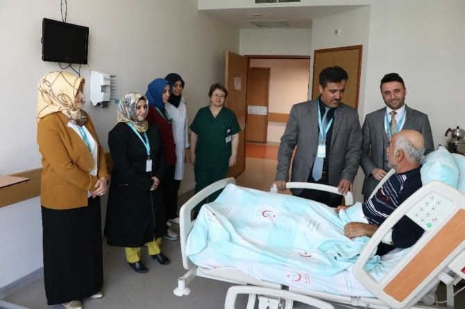 Din görevlilerinden hastalara manevi destek