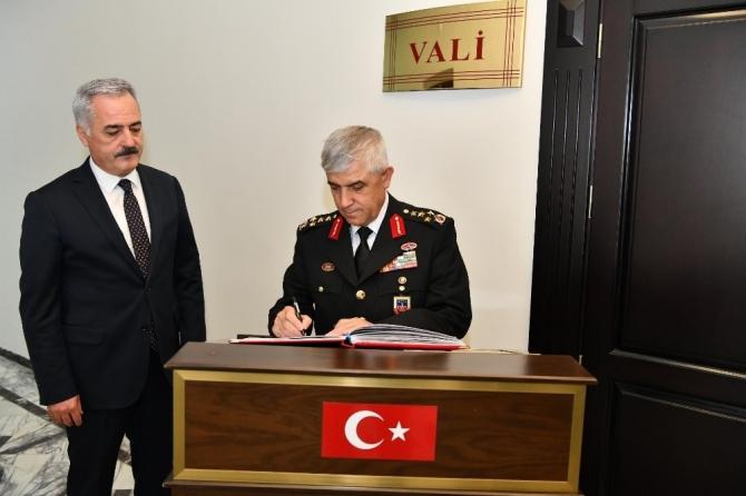 Jandarma Genel Komutanı Çetin, Isparta'da giyilebilir son teknolojik ürünleri denedi
