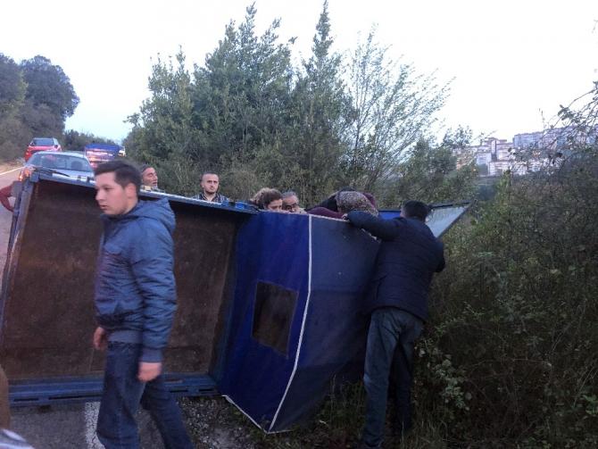 Zonguldak'ta pat pat devrildi: 2 yaralı