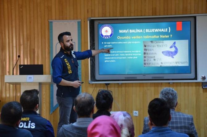 """Hakkari'de """"Mavi Balina"""" konulu seminer"""
