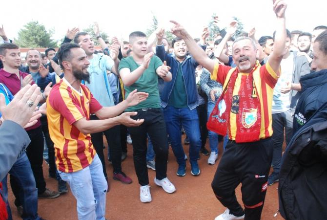Oyun havaları ile BAL ligini kutladılar
