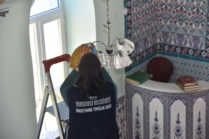 Dursunbey'de camiler temizleniyor