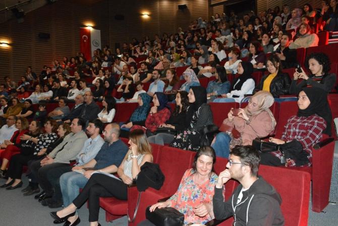 Düzce Üniversitesi'nde yeşilçam müzikleri konseri ile nostalji rüzgarı esti