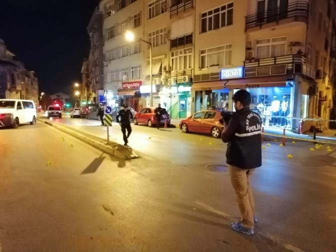 Kadıköy'de önce çevreye ateş açtılar sonra da polisle çatıştılar: 2 yaralı