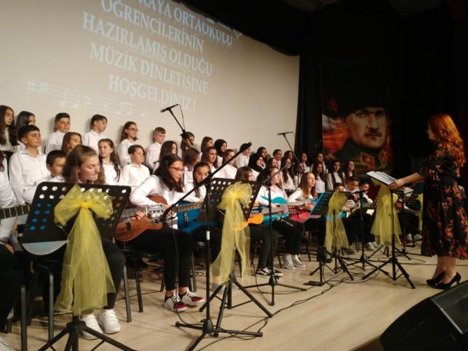 Ortaokul öğrencilerinden yıl sonu konseri