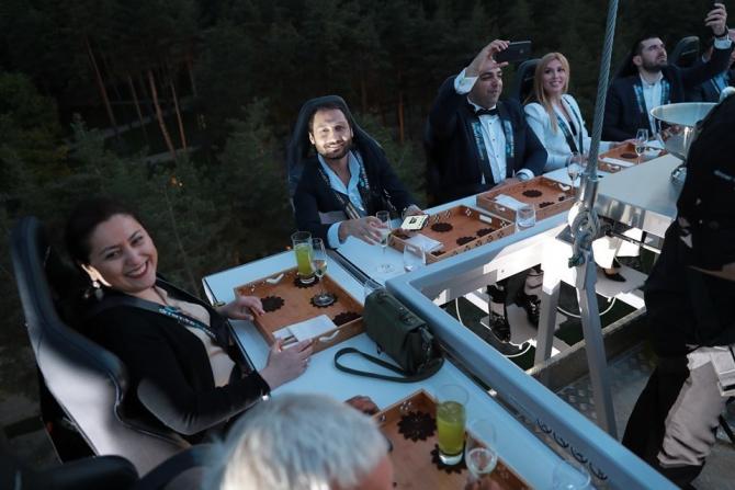 """Gürcistan'da """"Gökyüzünde Yemek"""" restoranı açıldı"""