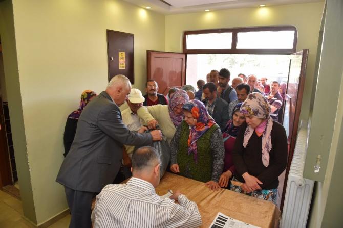 Taşköprü Belediyesi, Ramazan Kolilerini dar gelirli ailelere ulaştırıyor