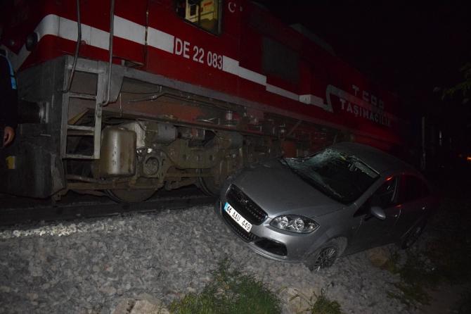 Malatya'da faciadan dönüldü, yolcu Treni otomobile çaptı