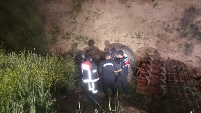 Başkent'te traktör şarampole uçtu: 1 ölü
