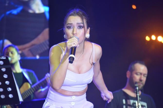 Buray ve Tuğba Yurt, Tekirdağ'da konser verdi