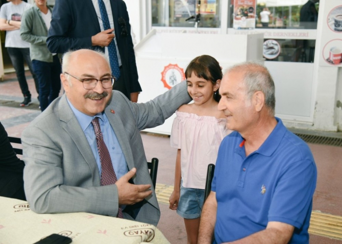Vali Köşger, Alevi Kültür Dernekleri Kuşadası Şubesi'ni ziyaret etti