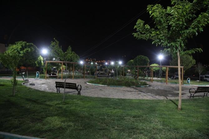 Haliliye'de parklarda ışıklandırma çalışmaları sürüyor
