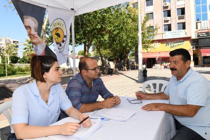 Çiğli'de vatandaşa sokakta anket