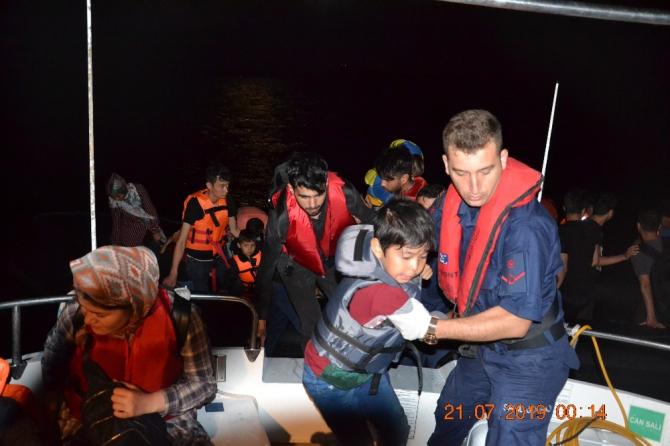 Ayvalık'ta 12'si çocuk, 10'u kadın olmak üzere 46 Afgan göçmen yakalandı