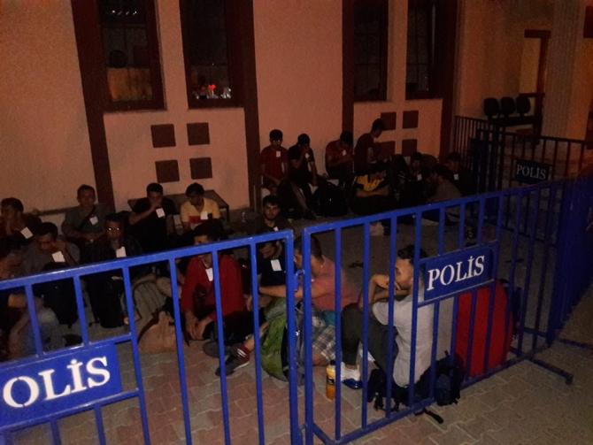 45 göçmeni İstanbul'dan kamyonet kasasında Fethiye'ye getiren 4 organizatör tutuklandı