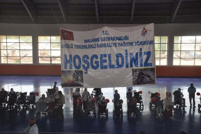 Bulanık'ta 40 engelliye tekerlekli sandalye dağıtıldı
